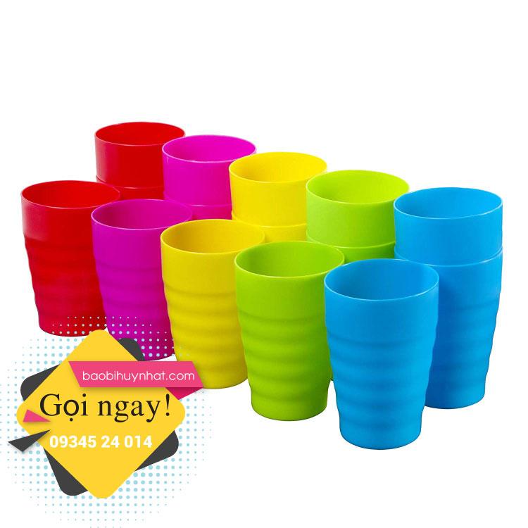 Ly nhựa mica sở hữu nhiều ưu điểm nổi bật.